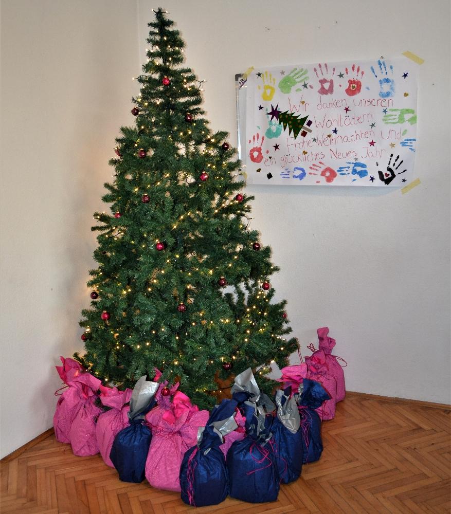 Weihnachtsgeschenke für Kinder im Schülerwohnheim